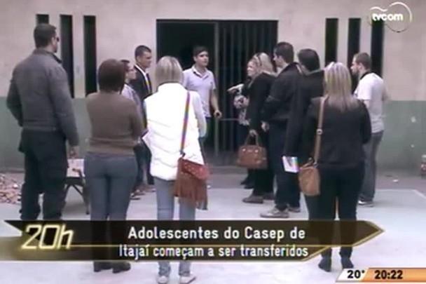 TVCOM 20 Horas - Adolescentes do Casep de Itajaí começam a ser transferidos - 08.05.15