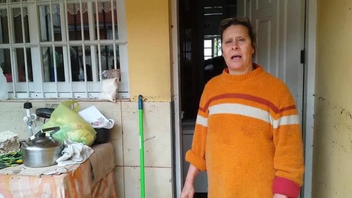 Moradora desabafa e contabiliza estragos após enchente em Esteio