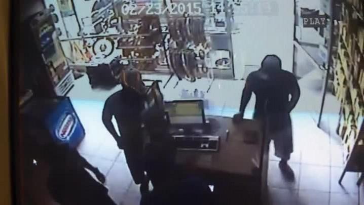 Dupla rouba 3 mil de posto de gasolina em Santa Maria