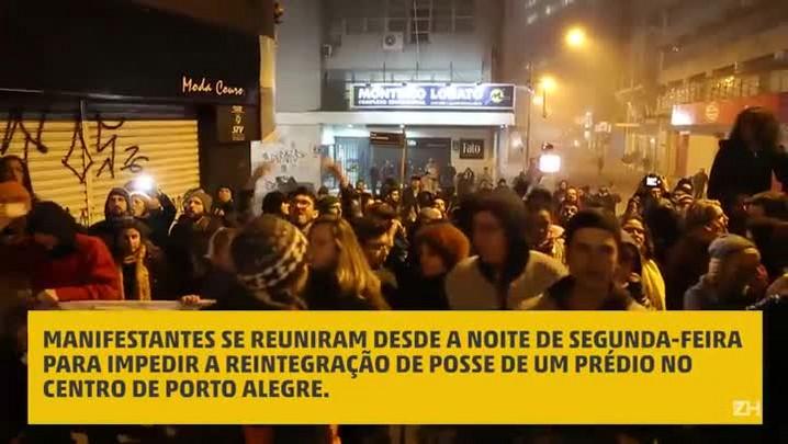 Manifestantes fazem ato contra reintegração de posse no centro da Capital