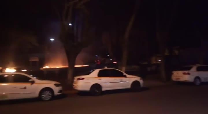 Vândalos atiram coquéis molotov na Saturnino de Brito