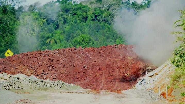 Operação explode rocha de 12 metros de largura para duplicação da BR-386