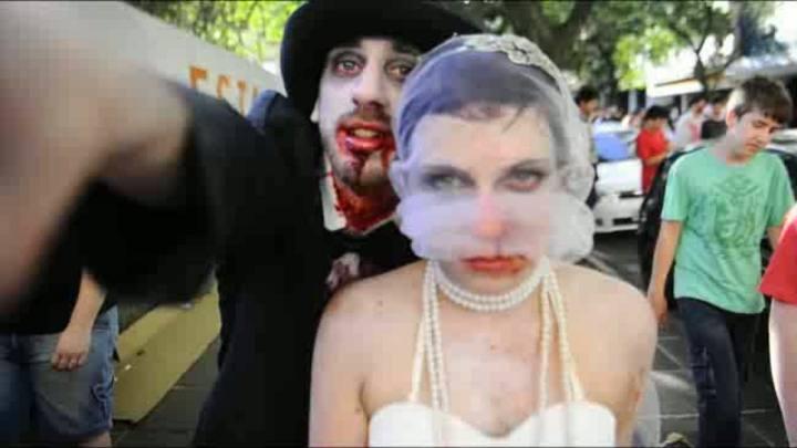 Zombie Walk transforma a ficção em realidade