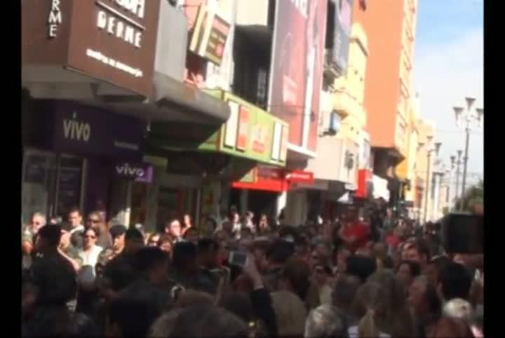 Intervenção no Calçadão de Santa Maria reúne centenas de pessoas