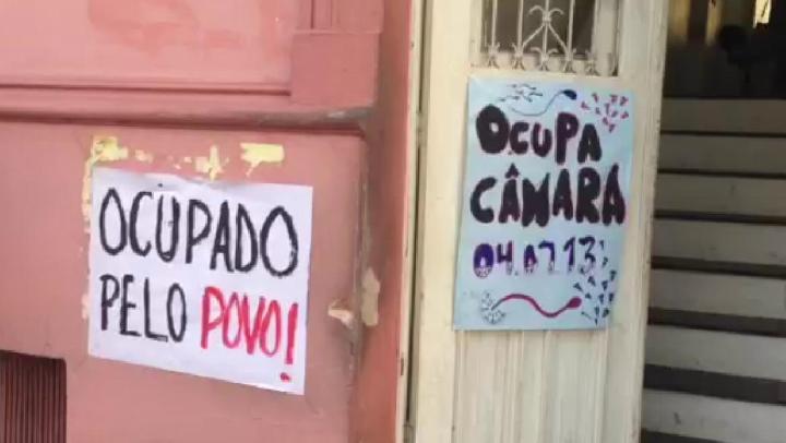 Manifestantes ocupam Câmara de São Leopoldo