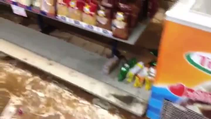 Comerciantes de Esteio contabilizam prejuízos causados pela chuva. 27/08/2013