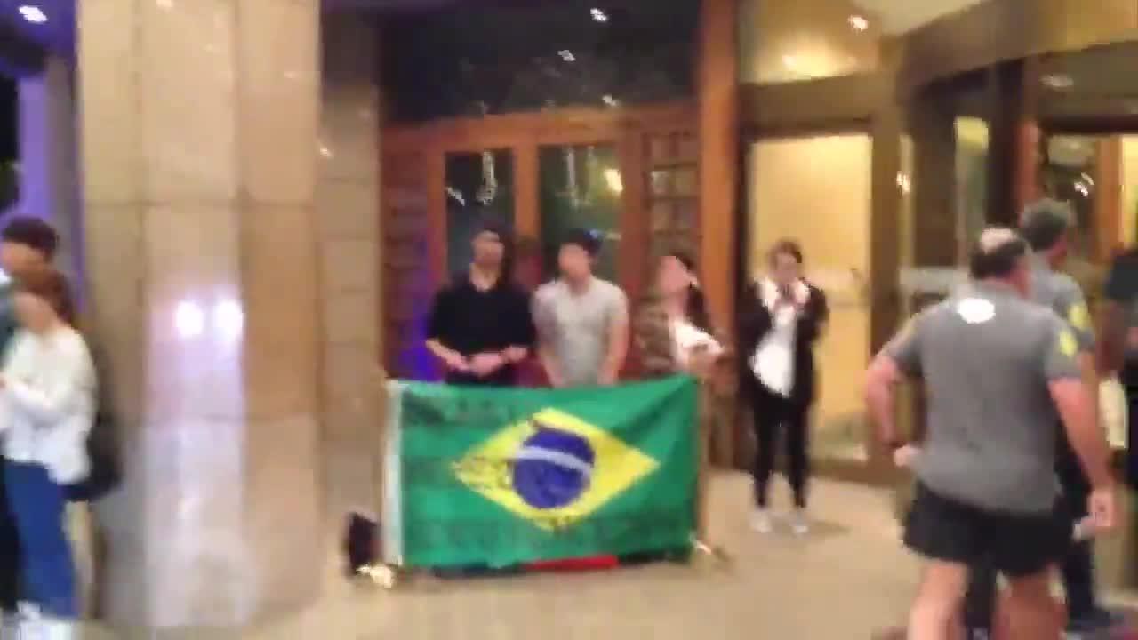 Torcedores coreanos recepcionam a Seleção Brasileira - 09/10/2013