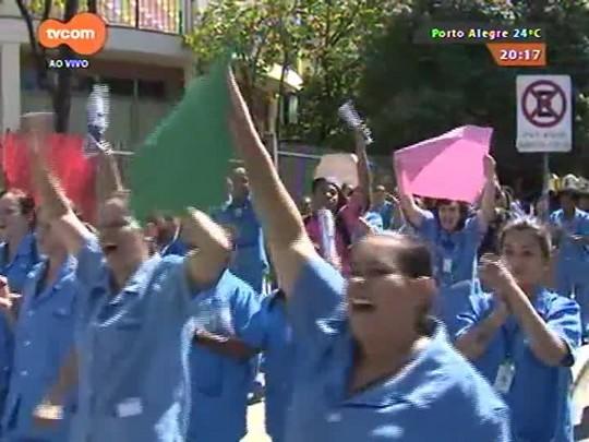 TVCOM 20 Horas - Servidores terceirizados da UFRGS param atividades para protestar contra atraso de salários - 09/04/2015