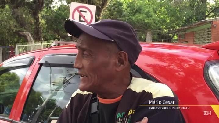 Sem fiscalização, flanelinhas ignoram lei e loteiam as ruas de Porto Alegre