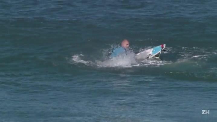 Surfista australiano escapa de ataque de tubarão
