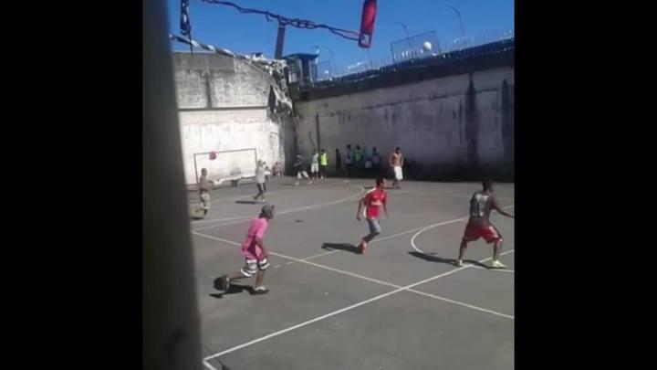 Vídeo mostra fuga de detentos de presídio em Caxias do Sul