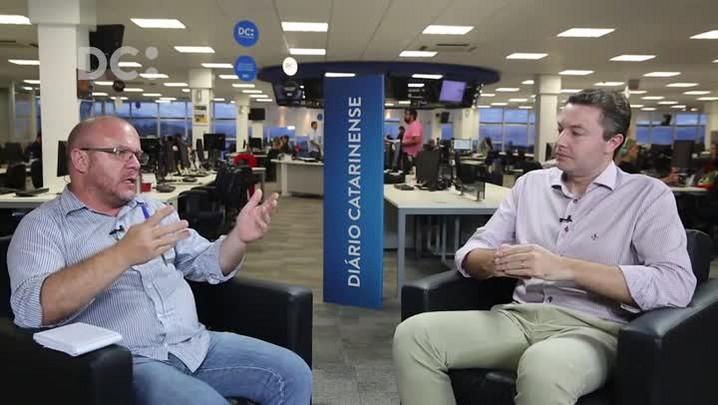 Rafael Martini entrevista o prefeito de Blumenau, Napoleão Bernardes