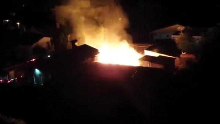 Residência pega fogo em Santa Maraia
