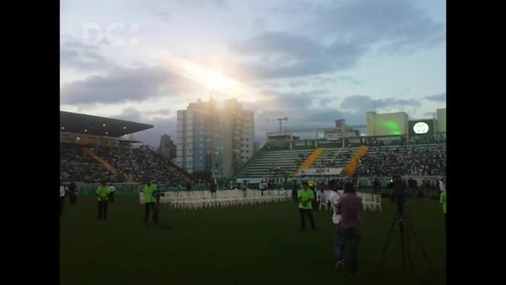 Onda de aplausos na Arena Condá, em Chapecó