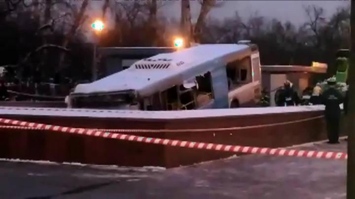 Ônibus invade estação de metrô em Moscou e deixa cinco vítimas