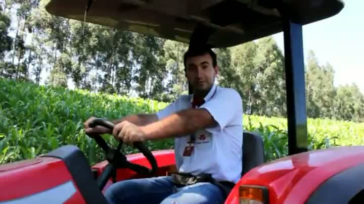 Como dirigir com segurança máquinas no campo