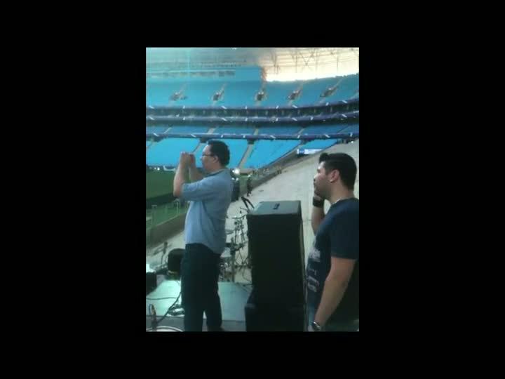 Confira os momentos que antecederam os ensaios na Arena. 08/12/2012 14h38