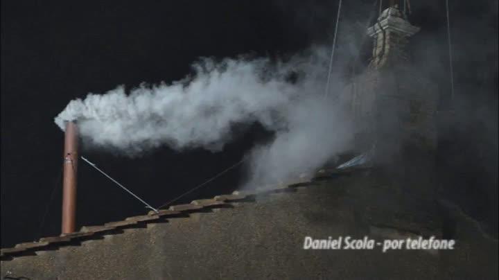 Daniel Scola anuncia fumaça branca, direto do Vaticano