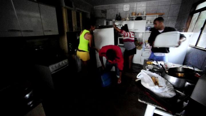 Água invade casas na vila Asa Branca