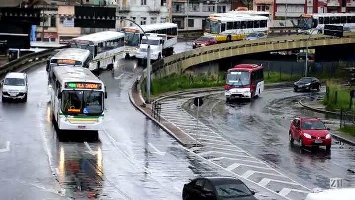 Operação-padrão de rodoviários deixa o trânsito lento em Porto Alegre