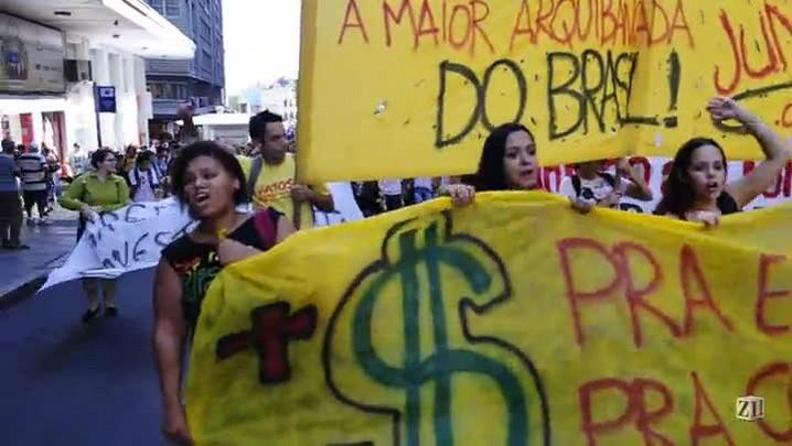 Estudantes protestam por mais educação