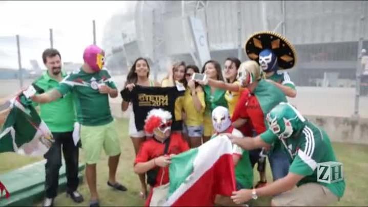 Torcedores mexicanos se divertem em Fortaleza