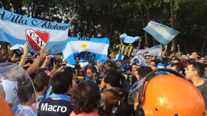 Argentinos recebem a delegação no Beira-Rio. 24/06/2014