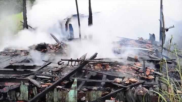 Incêndio destrói casa no Nova Brasília em Joinville