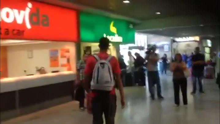 Veja como foi o desembarque do Inter em Porto Alegre após o empate contra o Emelec