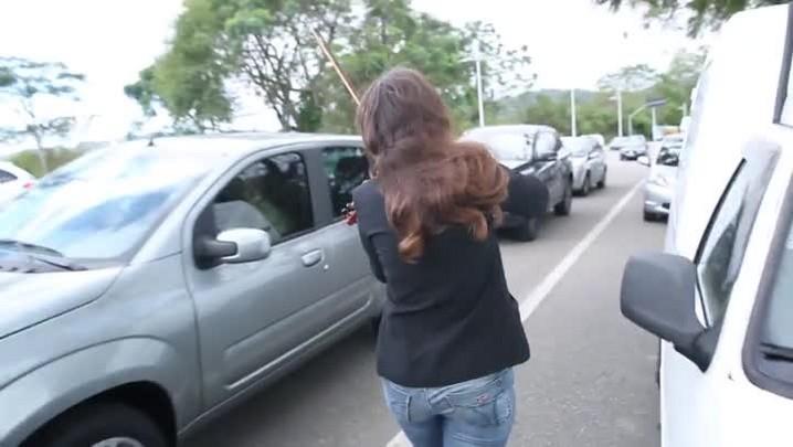 Violinista acredita na difusão da música clássica nos semáforos de Florianópolis