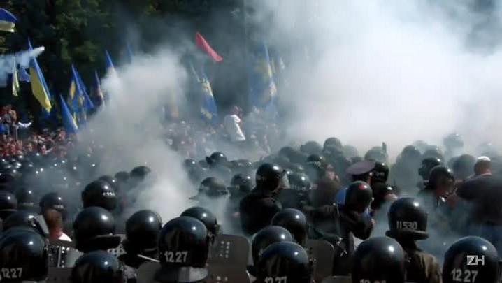 Confrontos na Ucrânia deixam dezenas de feridos