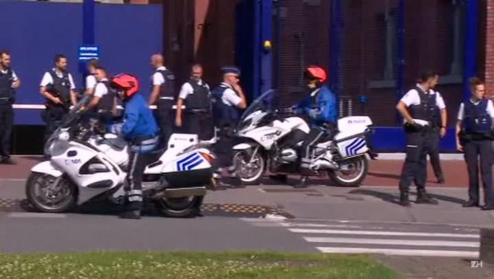 Homem que atacou dois policiais belgas com machado foi morto