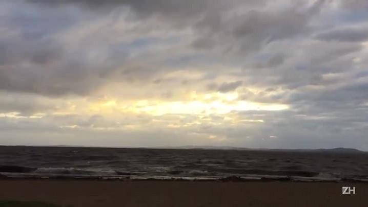 Ventos acima de 90 km/h agitam o Guaíba