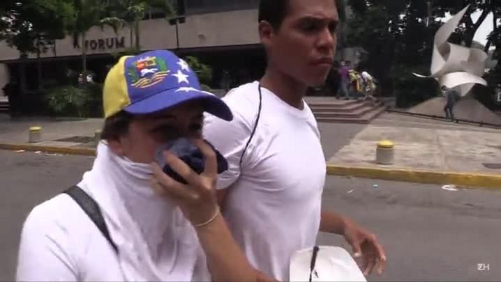 Opositores ao governo da Venezuelaentraram em confronto com a polícia nesta quinta-feira