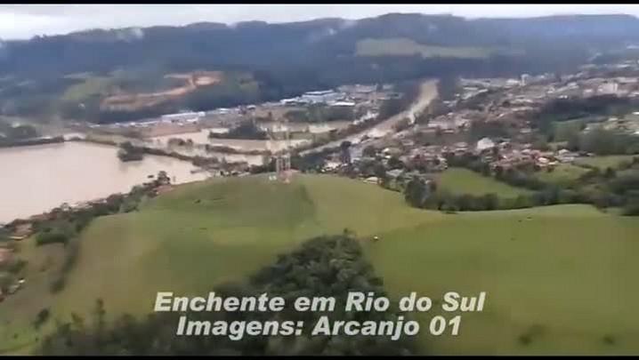 Equipe do Arcanjo sobrevoando Rio do Sul