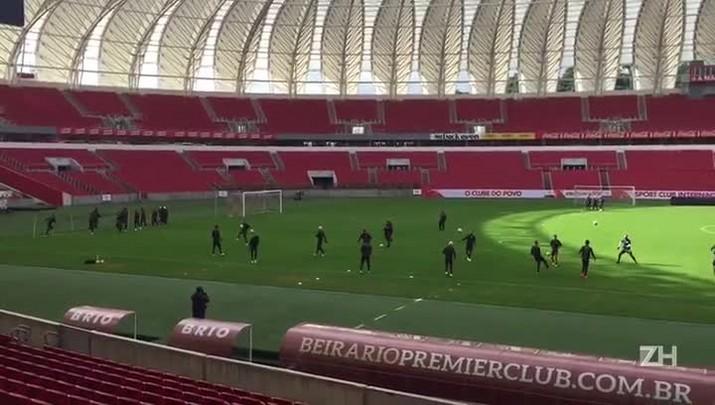 Sem Victor Cuesta, Inter treina no Estádio Beira-Rio