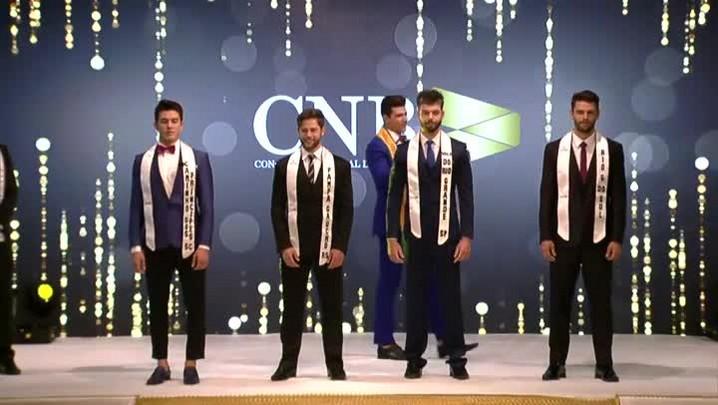 Veja o momento em que joinvilense recebe o título de Mister Brasil 2017