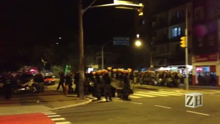 Brigada Militar prende manifestante durante protesto
