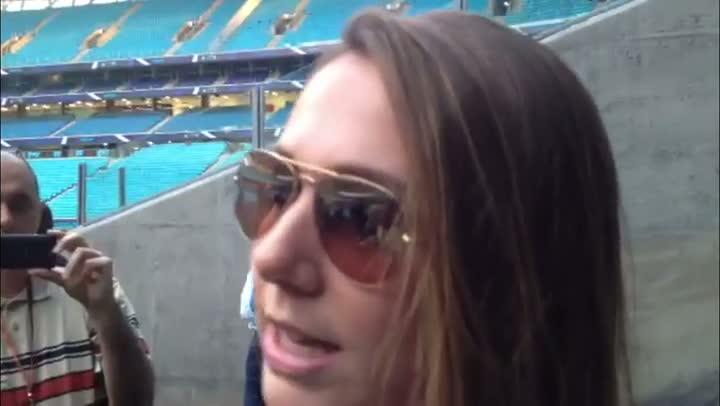 Carol Portaluppi conhece a Arena do Grêmio - 12/07/2013
