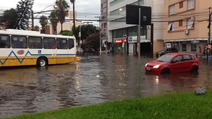 Veja como ficou a José de Alencar após a chuva que atingiu Porto Alegre nesta quarta-feira - 14/01/2015