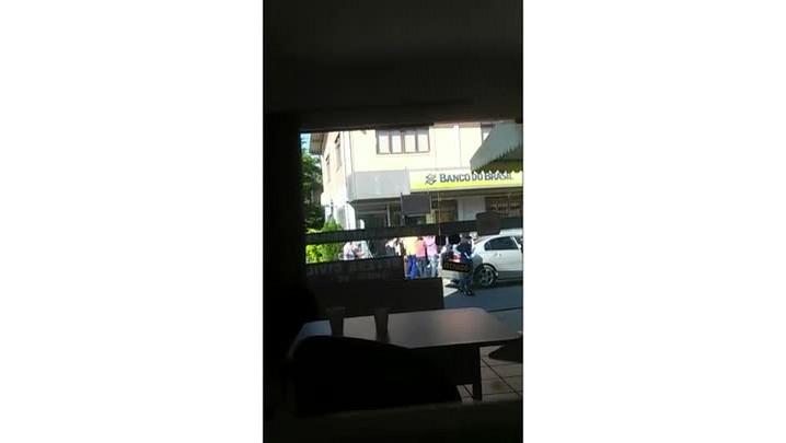 Assaltantes roubam agência bancária de Ilhota