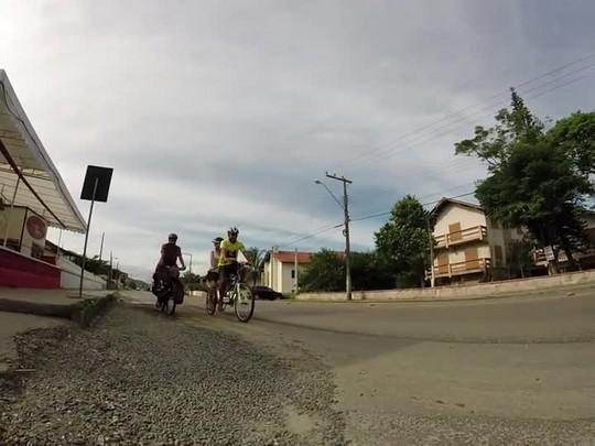 Bike repórter - Um passeio com três cicloviajantes pelas praias de São chico