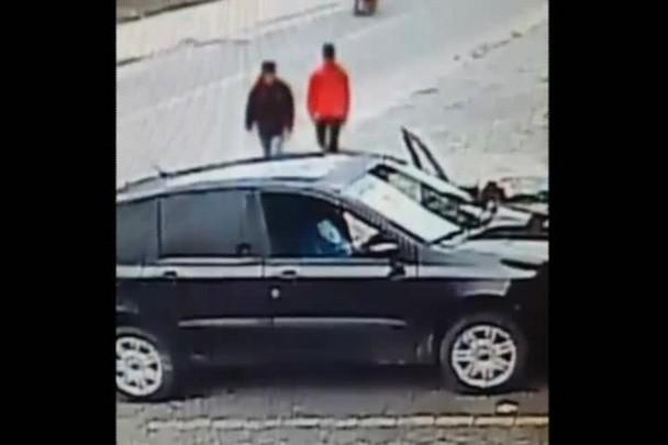 Homens armados roubam carro em Joinville