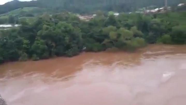 Leitor registra cheia do Rio Toropi