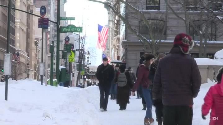 EUA retomam rotina após nevasca que matou 25 pessoas