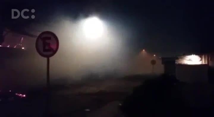 Incêndio atinge bares no bairro Coqueiros em Florianópolis