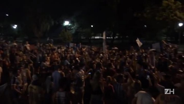 Festa na Goethe! Gremistas comemoram ida do Inter para a Série B