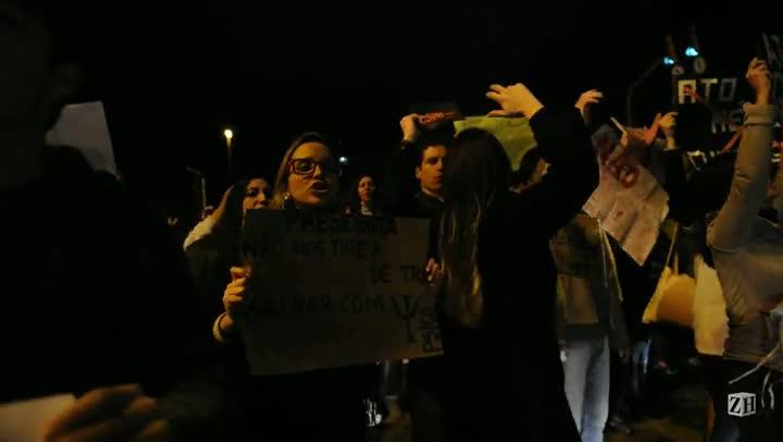 Grupo protesta contra o ato médico