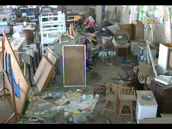 TVCOM 20 Horas - Informação sobre a situação precária de uma das maiores escolas públicas do Estado - Bloco 2 - 28/10/2013