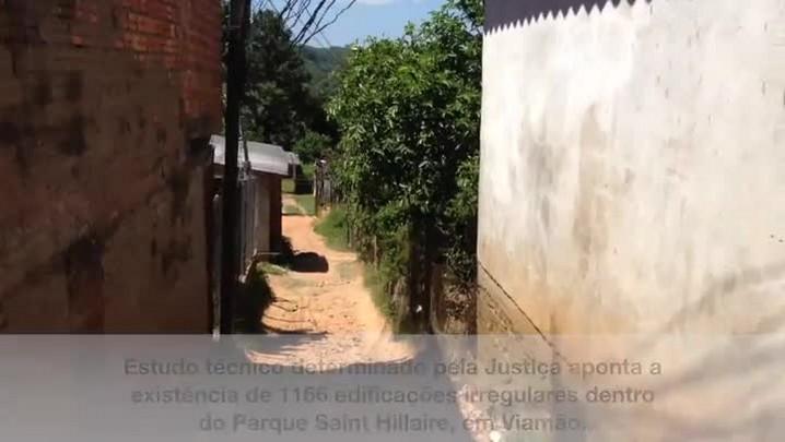 Moradias irregulares do Parque Saint Hillaire contribuem para poluição do Arroio Dilúvio. 21/02/2014